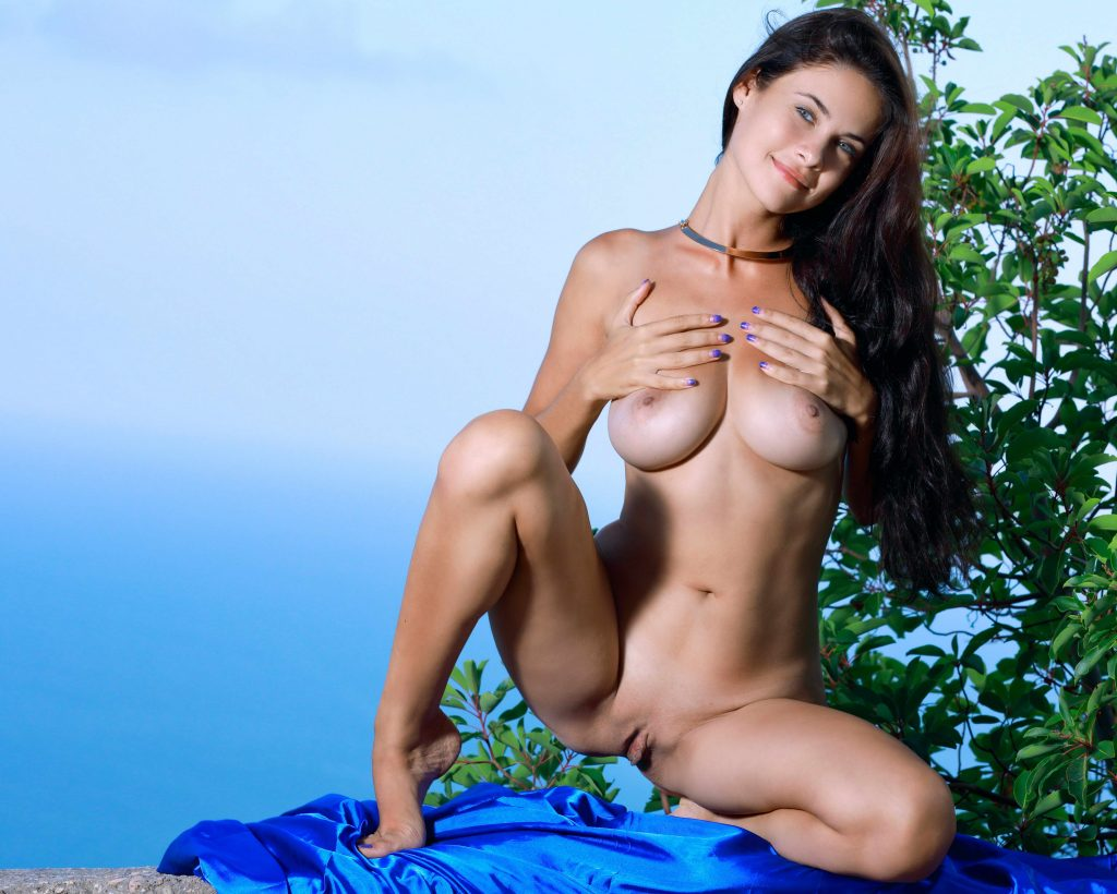 Naked Busty Lady